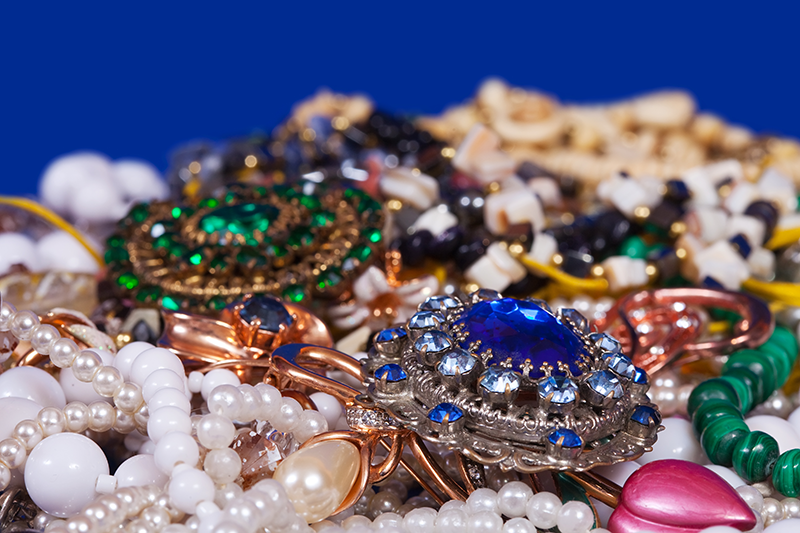A large product selection composed of different crystal jewelry such as bracelets, necklaces and pendants » Shop your new favorite jewelry now.